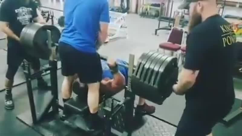 Джереми Хурнстра жмёт лёжа 288 кг на 2 повторения