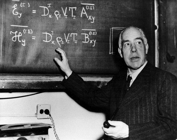 про нестандартное мышление однажды к эрнеcту резерфорду, президенту королевской академии, обратился коллега за помощью. он собирался поставить самую низкую оценку по физике одному из своих