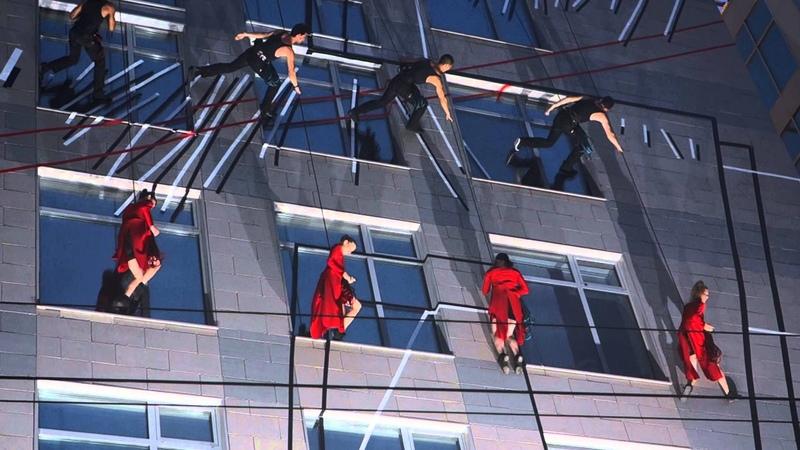 Фестиваль Яркие Люди 2013 - Compagnie Les Passagers - Танцы на стенах зданий 1