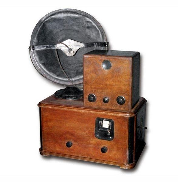 Первый телевизор в СССР Б-2 С 1932 го года в СССР стал выпускаться первый телевизор Б-2.о немецких телевизорах выпускавшихся до начала второй мировой известно довольно много, а вот Б-2 забыт,