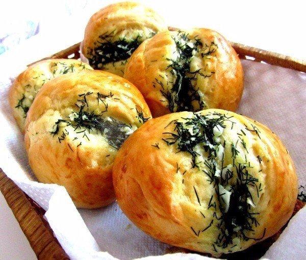 Чесночные булочки Ингредиенты на тесто: Молоко — 250 мл Мука —