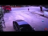 Самосвал сбил мать с ребенком/the dump truck was hit by a mother with a child