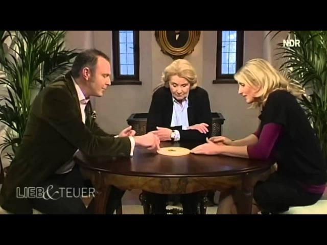 Freimaurer Symbole anhand eines Schmuckstücks erklärt (Zusammenschnitt aus einer NDR Sendung)