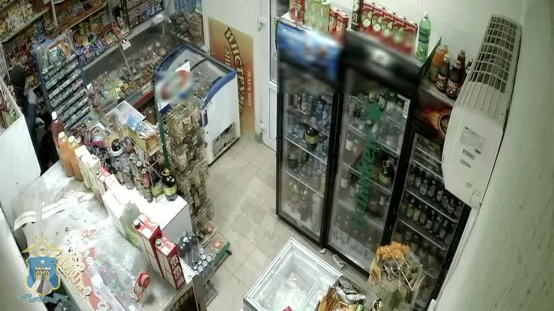 На Ставрополье полицейские по горячим следам задержали подозреваемых в совершении разбойного нападения на магазин