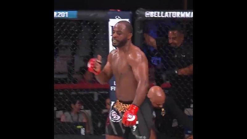 Непобеждённый тяжеловес Bellator Тайрелл Форчун побеждает досрочно TKO