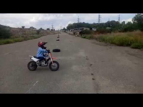 Кирилл 3 года (почти 4). Первая тренировка на мотокроссе