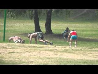 Воскресная тренировка в парке Дружбы Катя и Макс разминка