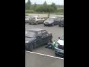 Раннее субботнее утро. Паренек пытается открыть свою машину.