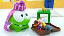 Spielzeugvideo mit Om Nom. Der kleine Nimmersatt möchte verreisen. Kindervideo auf Deutsch.