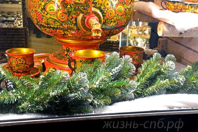 Новогодняя витрина на Невском.