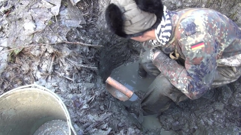 Раскопки немецкого Блиндажа с посудой _ Excavations of German dugout