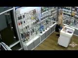 Налет на салон сотовой связи: сигнализация не успела среагировать