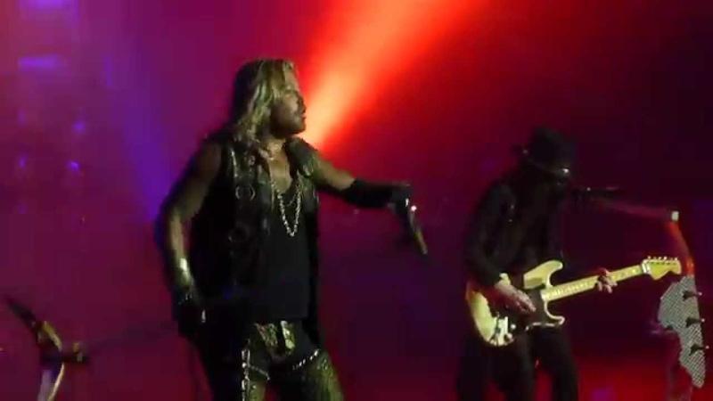 """Looks That Kill(Mick Forgets Guitar Solo)"" Motley Crue@Susquehanna Bank CenterCamden, NJ 8/23/14"