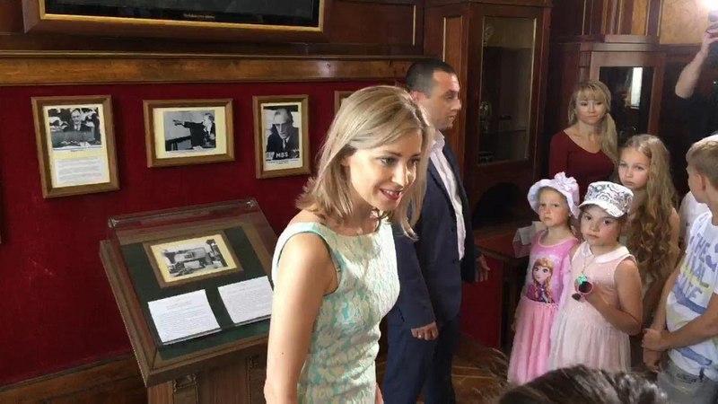 Наталья Поклонская провела экскурсию для школьников по Ливадийскому дворцу (полная версия)