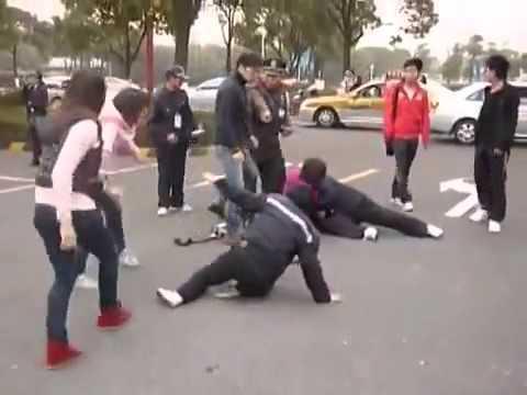 Русский турист заснял драку китайцев,вообще редкость!