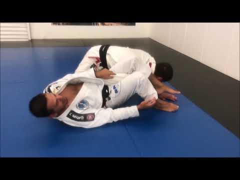 Mauro Ayres ensina transição da omoplata para a chave de pé no Jiu-Jitsu