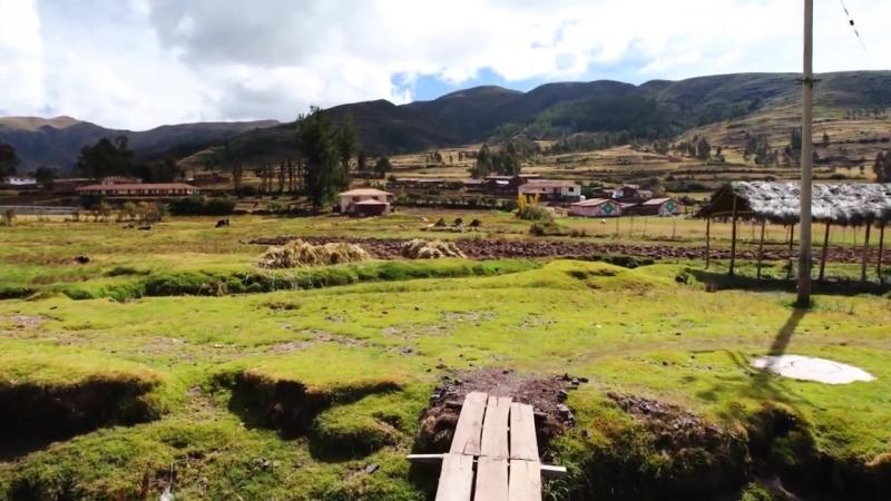 Road to Machu Picchu - Peru! - Devin Super Tramp