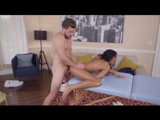 18+ Vienna Black массажист доводит до оргазма