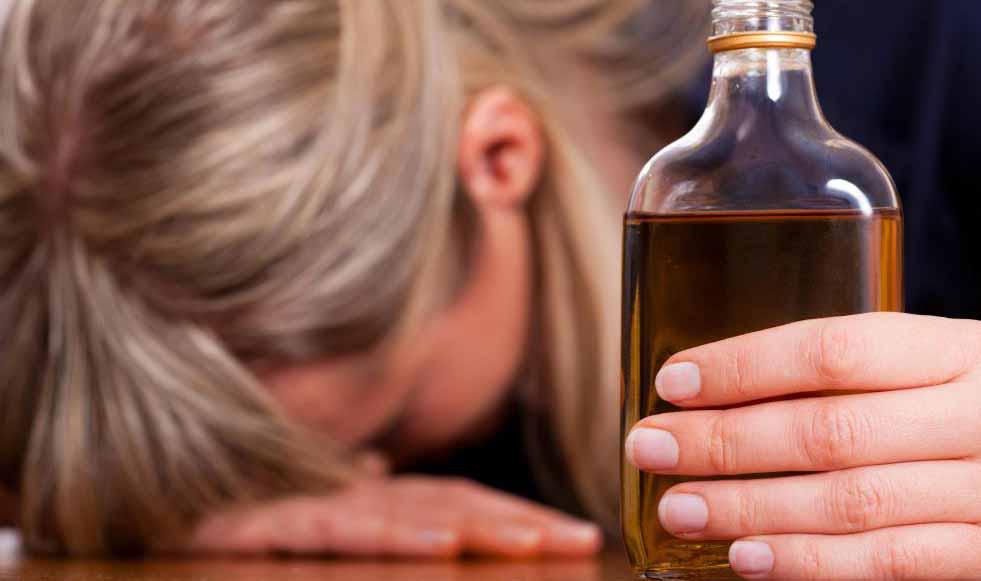 Поскольку питье спиртного может быть формой самолечения, психологи рекомендуют лечить личные проблемы алкоголика.