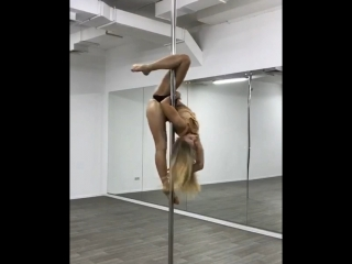 Тренер J.K Pole FIT Studio Асадуллина Резеда