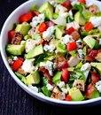 Салат с авокадо, курицей и брынзой