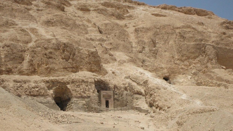Найдена новая гробница в Египте: летом 2018 года случайно обнаружены погребения царских наместников XVI нома