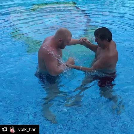 Sergey Kharitonov в Instagram: «Волк Хану 57 лет ,но форма как у 17-летнего Машина @volk_han @m1global @bellatormma @ufc @acb_mma @acb_kb…»