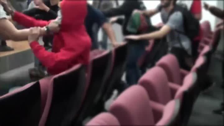 Испанские студенты выгнали украинских националистов из Университета