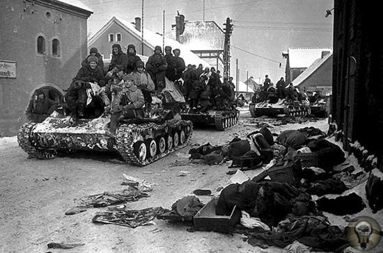 «ИСЧЕЗЛИ ПОД ГУСЕНИЦАМИ ТАНКОВ»: КАК СССР ЗАВОЕВАЛ КЕНИГСБЕРГ