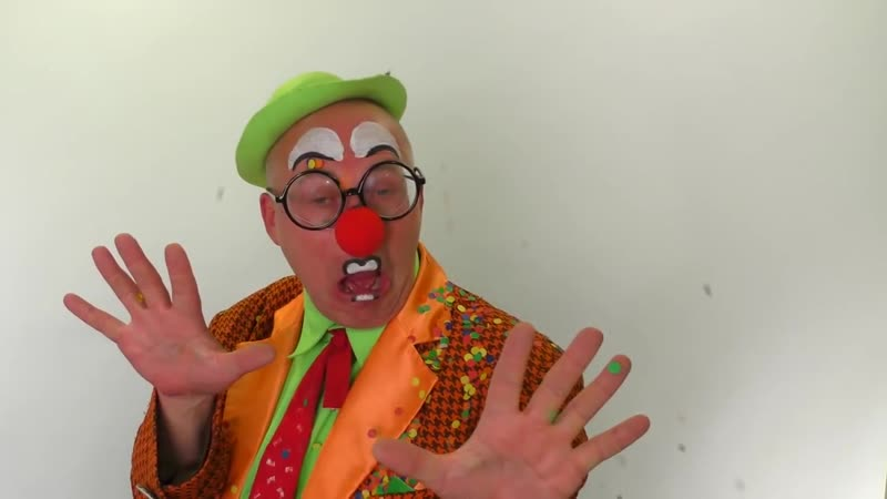 Клоун Пончик и Самолет. Смешные видео для детей. (online-video-cutter.com) (1)