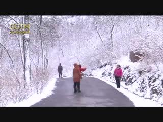 В городе Бэньси выпал первый снег