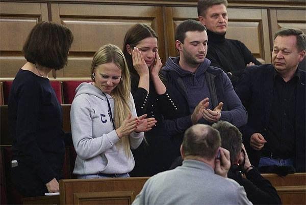 Фотофакт: Женя Тимошенко плаче від щастя