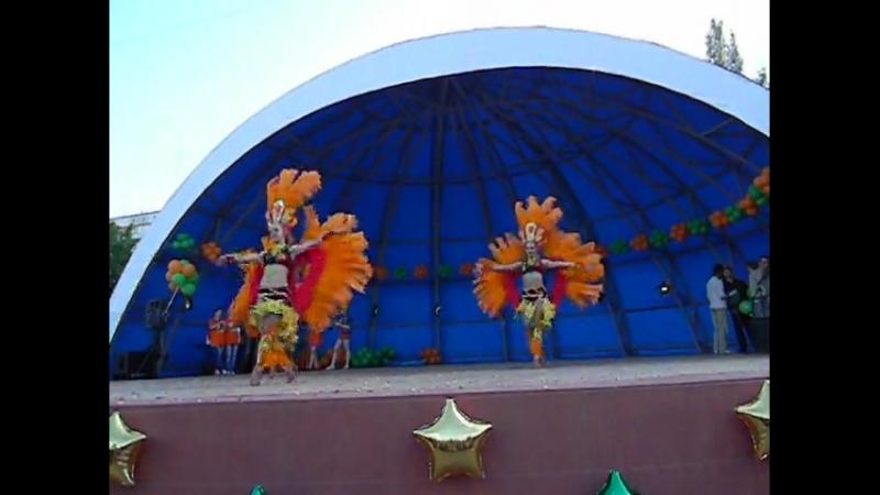 2013г Танец -троём в Карнавал-Бразилия на б-р Строителей.