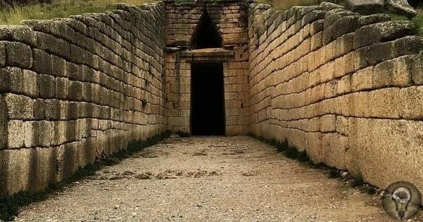 Гробница Агамемнона - сооружение, построенное по точным расчетам 3000 лет назад Многие древние сооружения настолько странные и загадочные, что сложно представить технологии, с помощью которых их