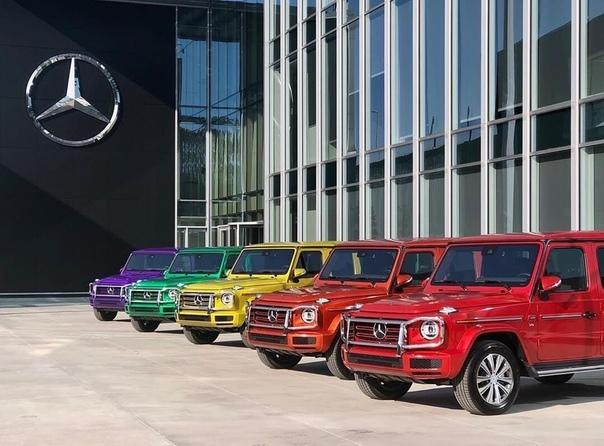 """Mercedes и Toyota поддержали """"месяц прайда""""."""