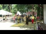 Восточный танец в городском парке