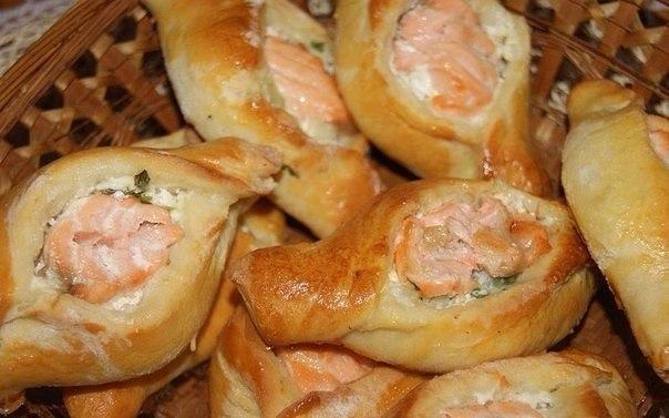Расстегаи с рыбой из слоеного теста рецепт пошагово в духовке