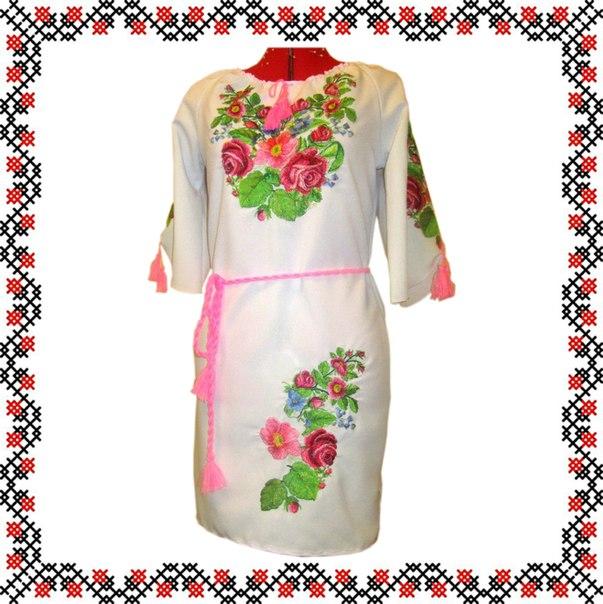 Жіноча сукня вишивана з квітами