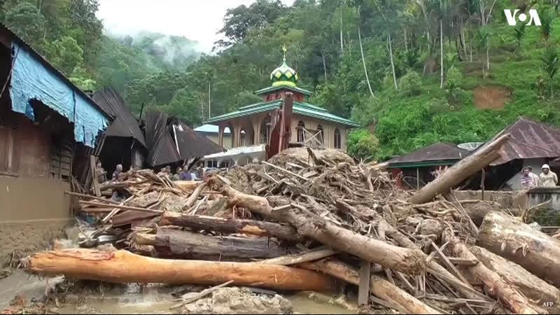 1828 Индонезия. Дождь. Сели. Остов Суматра. 12 октября 2018.