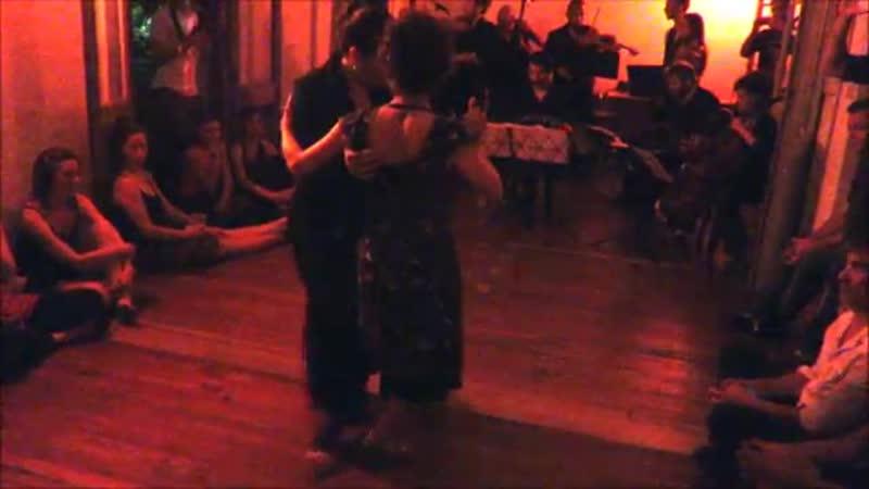 Gallo Ciego. Bailan Soledad Nani y Romina Pernigotte con La Negro Cejas Orquesta Tipica