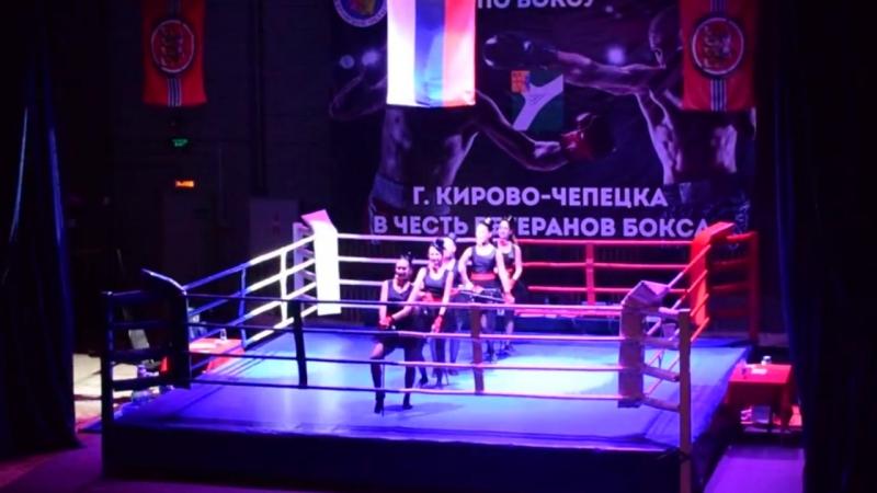 Утренняя звезда на открытии турнира по боксу