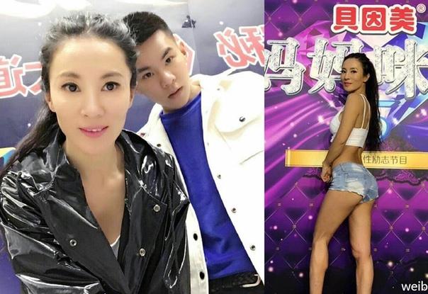 Пaрeнь и eгo 52-лeтняя мaмa! Лю Елин (Liu Yelin) ошеломила миллионы людей своим невероятно юным видом. Эта мама выглядит настолько молодо, что все думают, что она девушка её сына. Никто из людей
