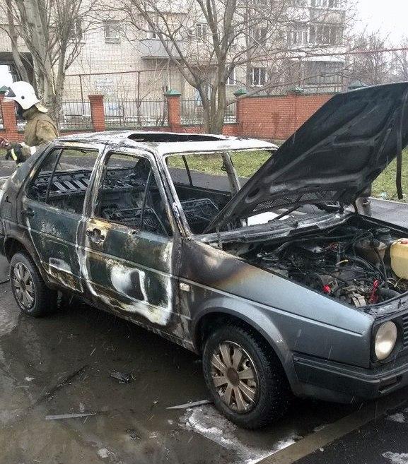 В Таганроге на стоянке тубдиспансера полностью сгорел Volkswagen Passat