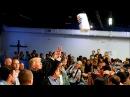 Трамп забросал пострадавших от урагана в Пуэрто-Рико бумажными полотенцами.