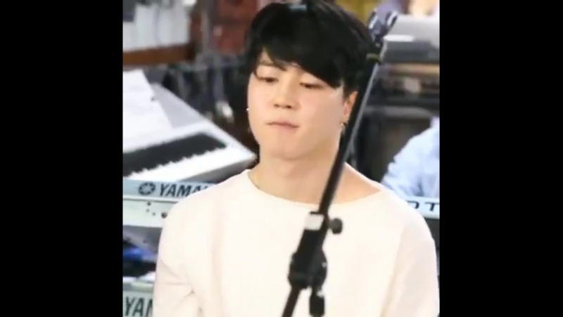 Blessing you with a loop of Bareface black haired Jimin vibing to music