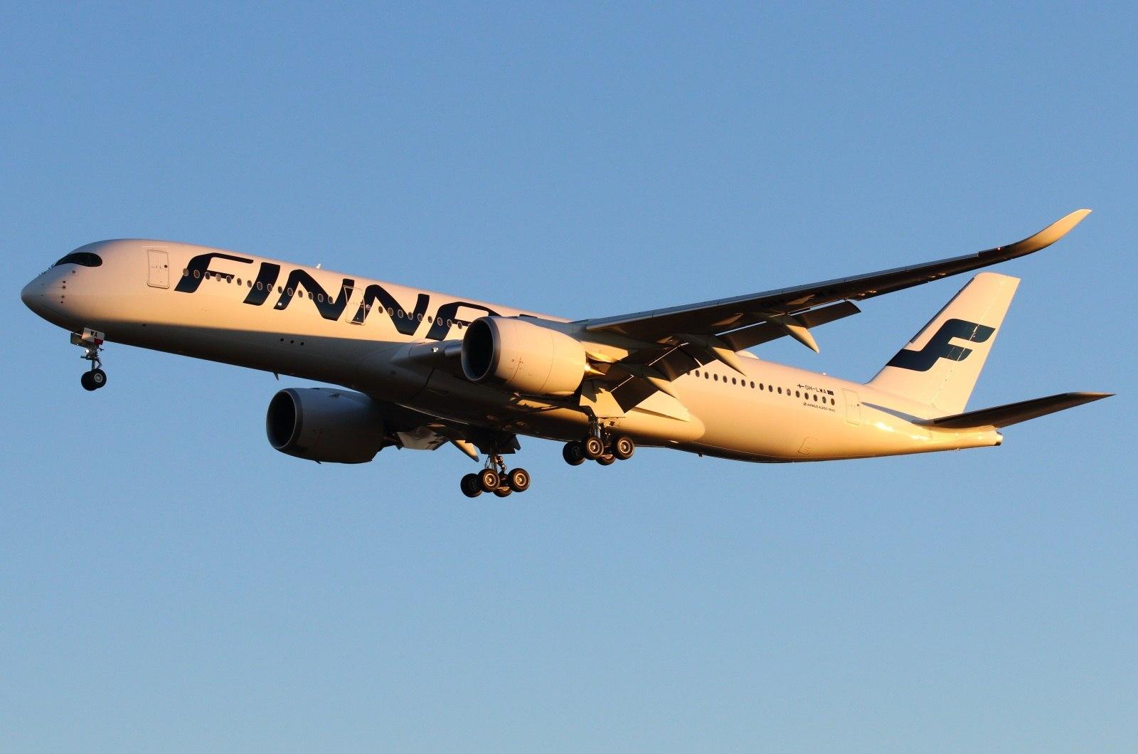 Лайнер Finnair в воздухе