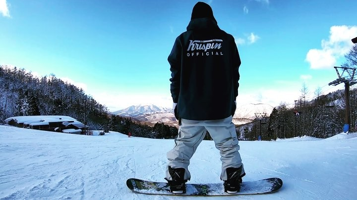 Rei takahashi on Instagram 昨日の箕輪スキー場🏂 曇り予報が終始ピーカンという素晴らしい出来事が🙄 てか今シーズンは晴天に恵まれてるなと🤤🌅 おみくじ末吉やったけど笑   そして、krispin男子デビュー😎🙌 ん?アノラック男子デビュー