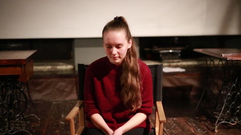 Анна в роли матери съеденной Красной шапочки