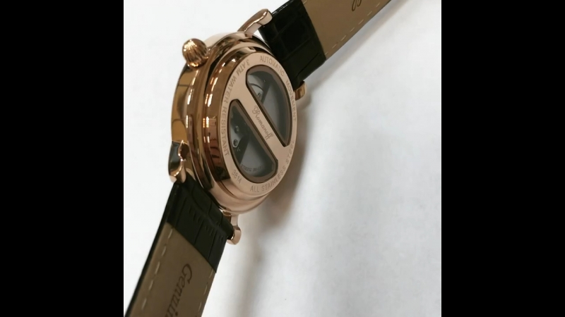 Персонализированные механические часы