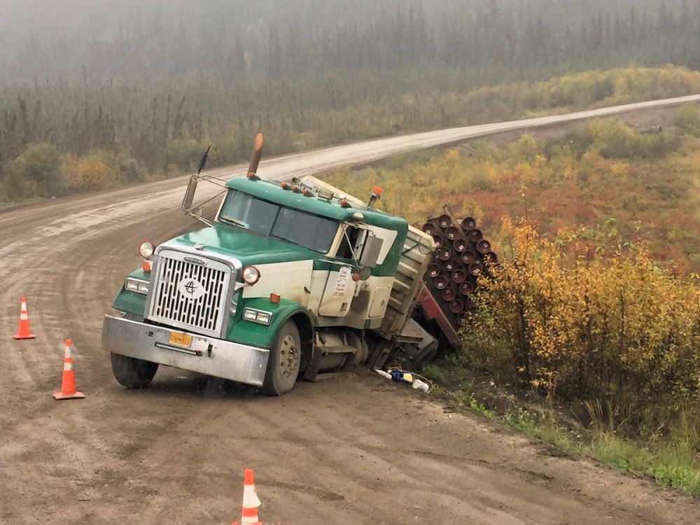 грузовик сошел с дороги США 2016